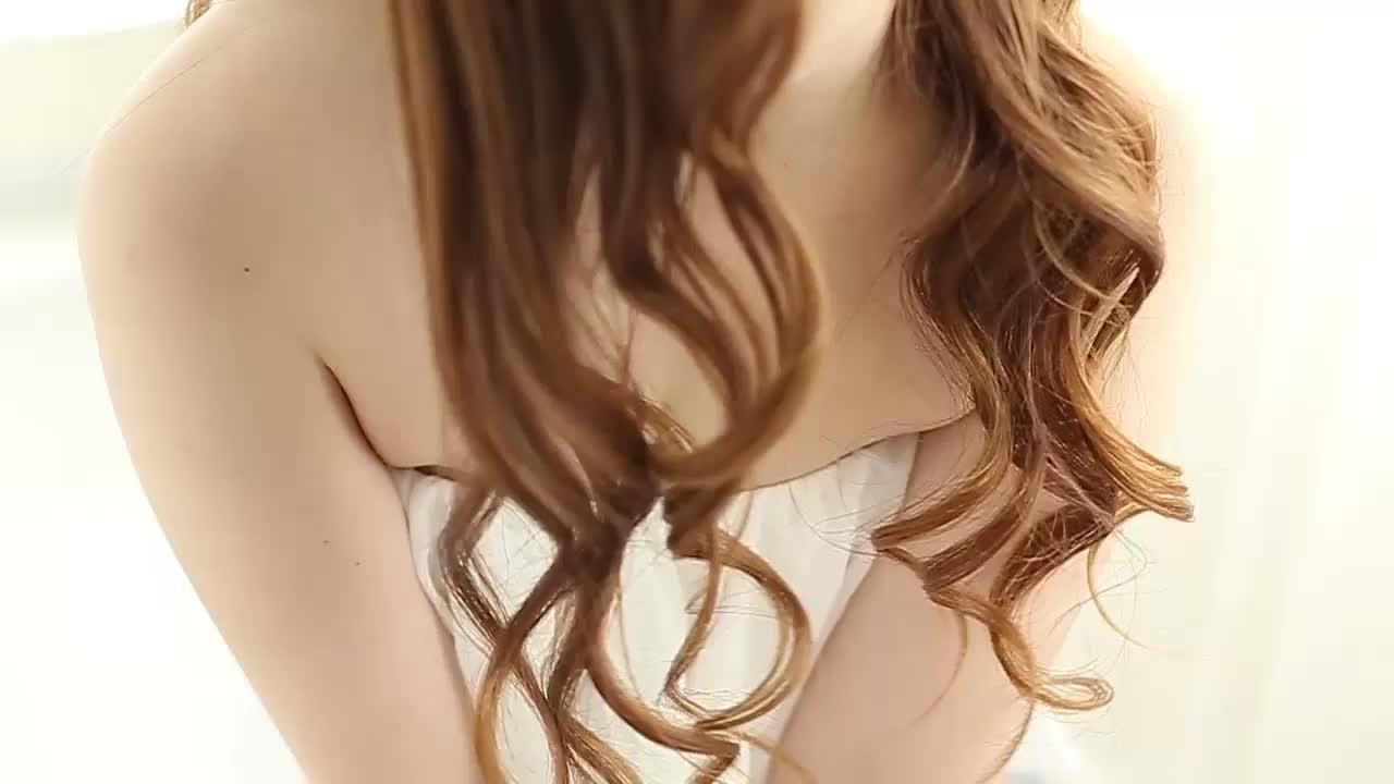 色白でメチャ柔らかいお肌☆可愛いくてHな純情娘